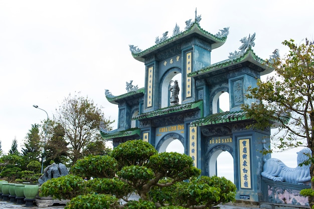 Majestatyczny widok na pagodę linh ung, danang (da nang), wietnam