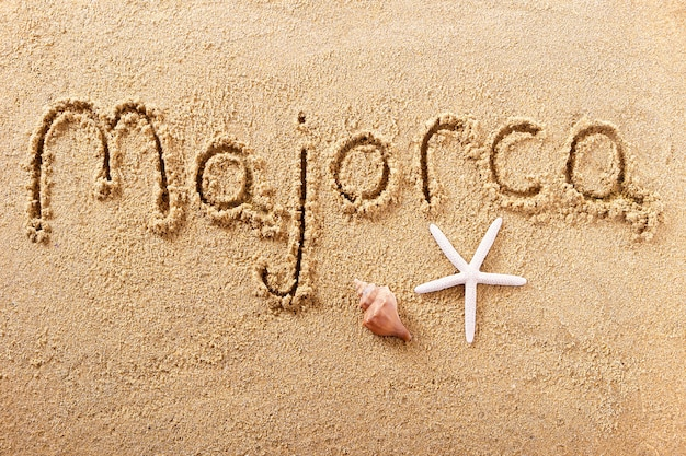 Majorka majorka odręcznie wiadomość piasku na plaży
