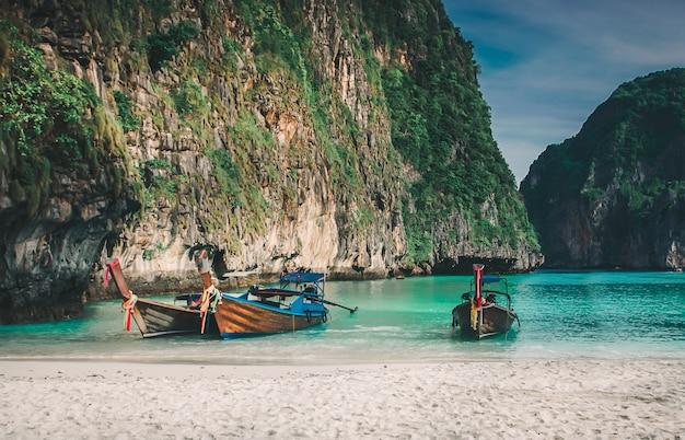 Majowie zatoki phi phi leh wyspa, krabi tajlandia
