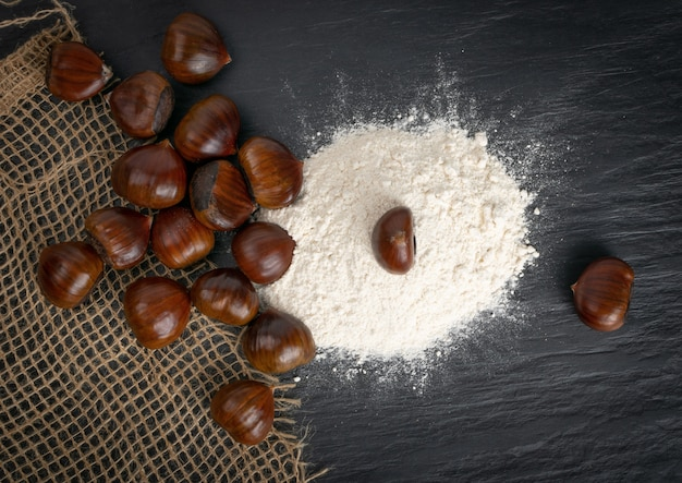 Mąka kasztanowa z jadalnymi słodkimi kasztanami