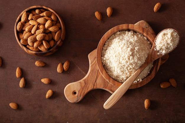 Mąka migdałowa. zdrowy składnik diety bezglutenowej keto paleo