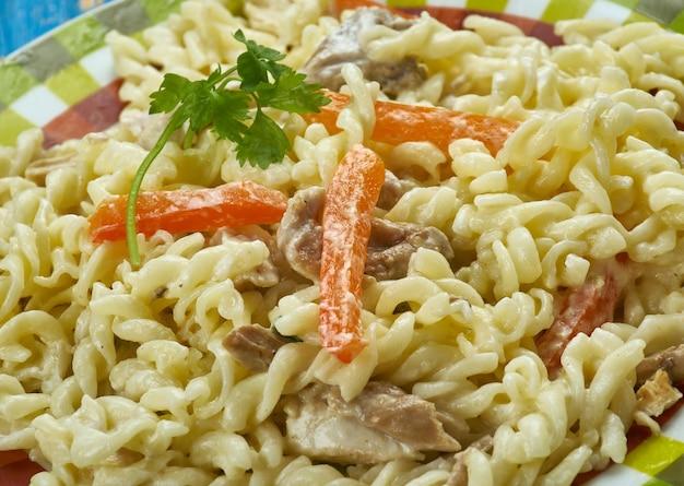 Makaron asiago chicken pasta jest niewiarygodnie pyszny z bliska.