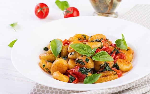 Makaron gnocchi w stylu rustykalnym