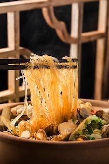 Makaron i zapiekanka z małży brzytwą