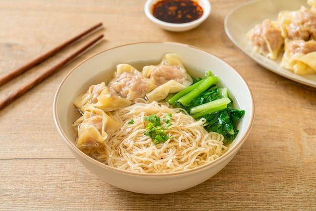 Makaron jajeczny z zupą wonton wieprzowy lub zupa wieprzowo-warzywna - po azjatycką kuchnię