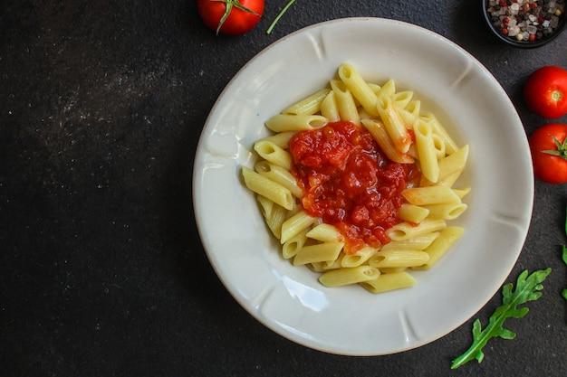 Makaron penne i pomidory