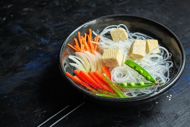 Makaron ryżowy pho