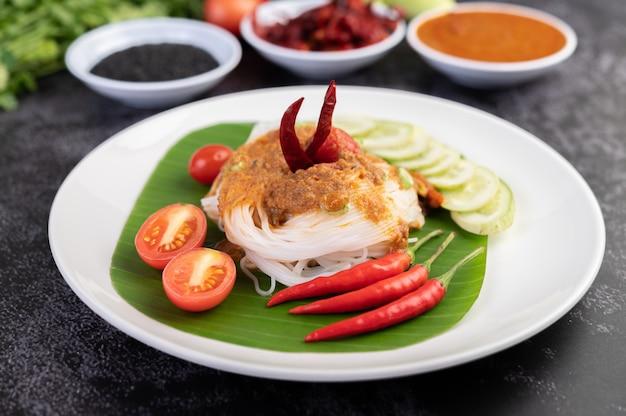 Makaron ryżowy z mlekiem kokosowym.
