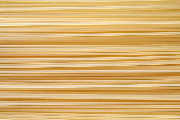 Makaron spaghetti makaron wermiszel surowy tło pokryte z rzędu