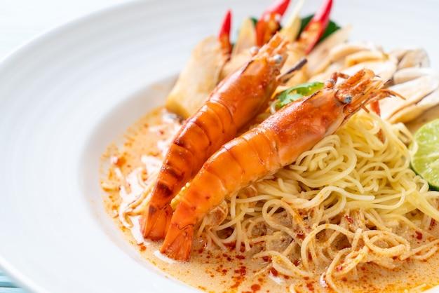 Makaron spaghetti z pikantnymi krewetkami