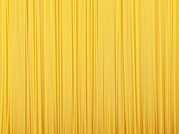 Makaron tekstura tło. makaron to podstawa tradycyjnej kuchni włoskiej