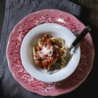 Makaron z sosem bolońskim