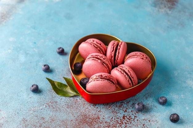 Makaroniki z jagodami.