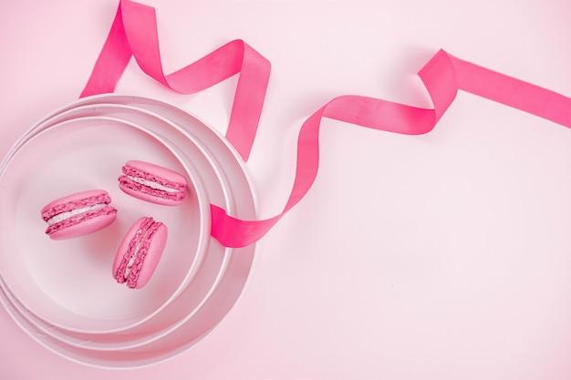 Makaroniki z różową wstążką