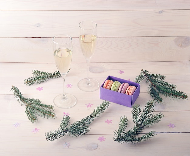 Makaroniki z szampanem i gałęzi choinki