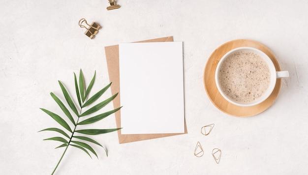 Makieta czysty papier w kopercie