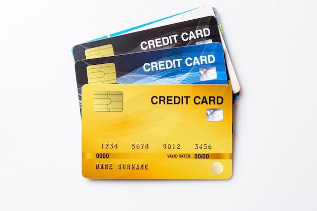 Makieta kart kredytowych na białym tle.