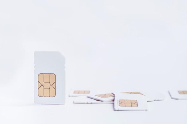 Makieta karty sim na białym tle