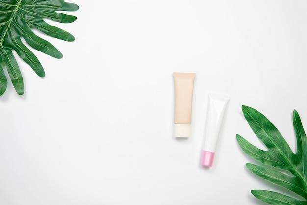 Makieta kosmetycznych butelek kremowych