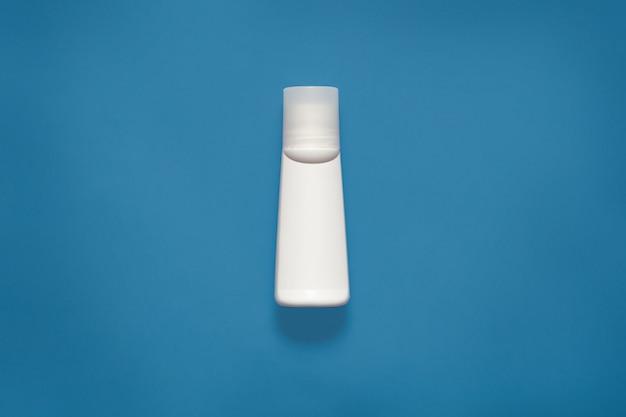 Makieta poziome zdjęcie białej plastikowej butelki na płyny