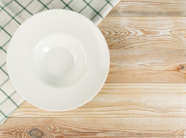Makieta pusty talerz białej restauracji