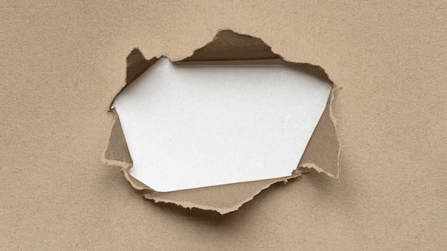 Makieta rozdartego papieru z sercem