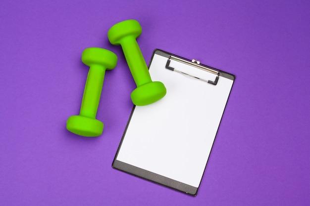 Makieta schowka z hantle sprzęt gym na fioletowo