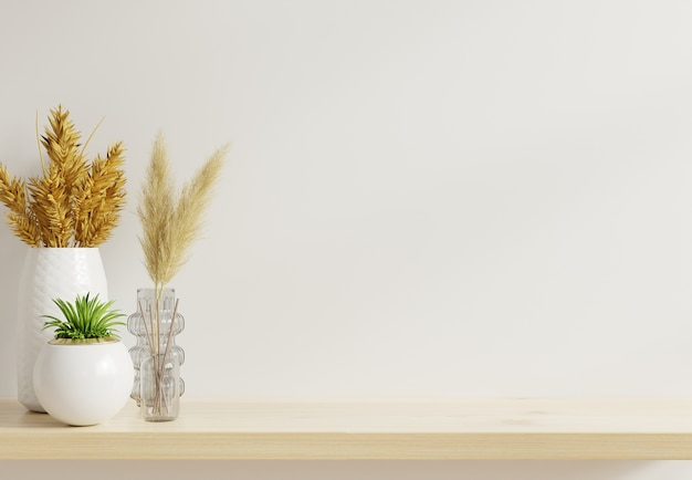 Makieta ścienna z ozdobnymi roślinami na drewnianej półce.