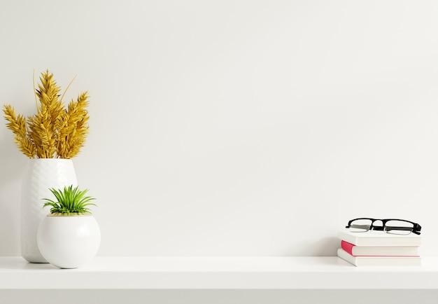 Makieta ścienna z roślinami ozdobnymi i elementem dekoracyjnym na drewnianej półce