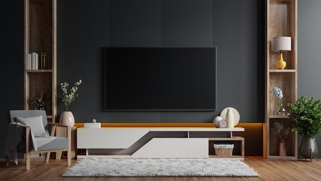 Makieta telewizora zamontowanego na ścianie w ciemnym pokoju z fotelem na ciemnej ścianie