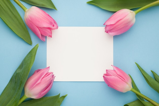 Makieta urodzinowa lub ślubna z tulipanem.