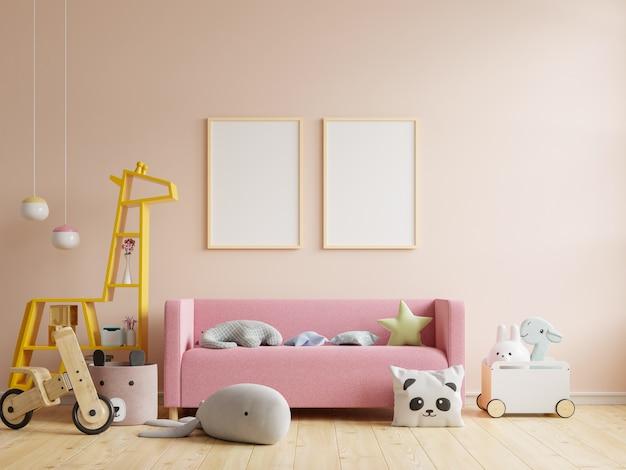 Makiety plakatów we wnętrzu pokoju dziecięcego, plakaty na pustym tle ściany w kolorze kremowym, renderowanie 3d