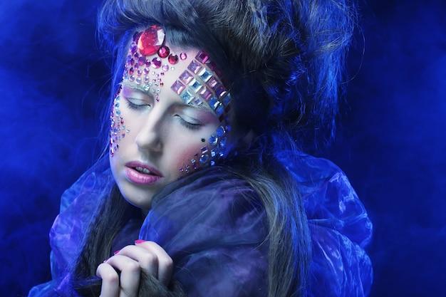 Makijaż kobiety w stylu halloween beauty, sen fantasy