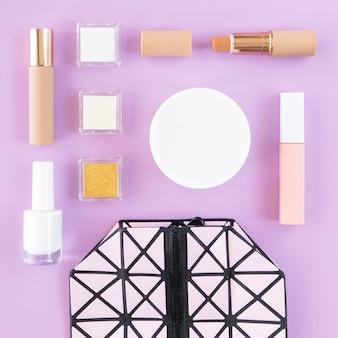 Makijaż kosmetyki i torebka