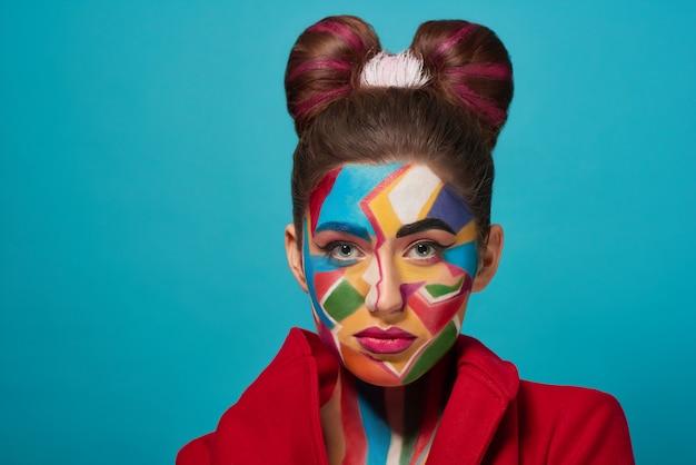 Makijaż pewny siebie model z pop-artu