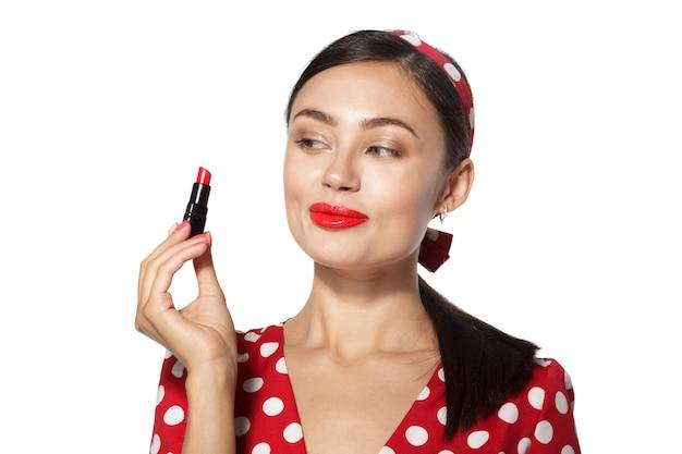 Makijaż. zamyka w górę portreta headshot pinup retro stylowa młoda kobieta