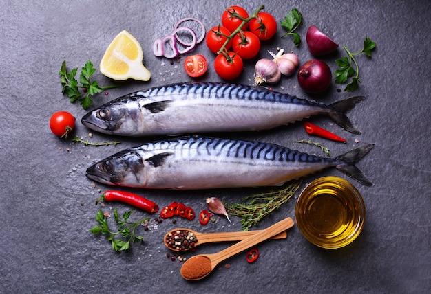 Makrela z przyprawami i warzywami