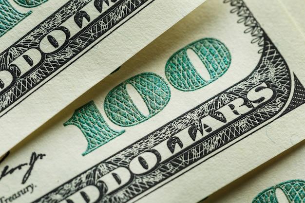 Makro bliska twarzy bena franklina na 100 dolarów amerykańskich