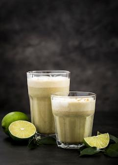 Makro limonkowy koktajl mleczny