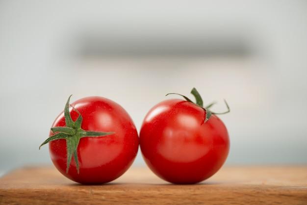 Makro pyszne czerwone pomidory