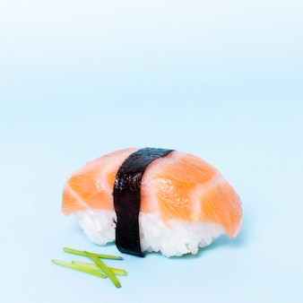 Makro smaczne sushi z łososiem