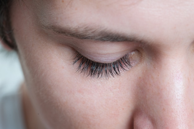 Makro strzał męskich rzęs modelu oka
