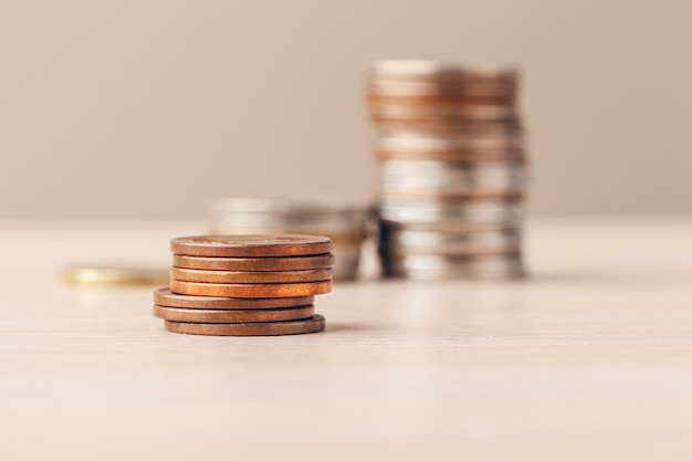 Makro strzał nie do poznania ułożone monety ułożone z bliska