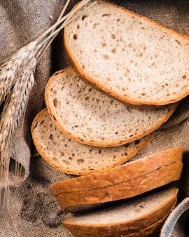 Makro świeżo upieczone kromki chleba