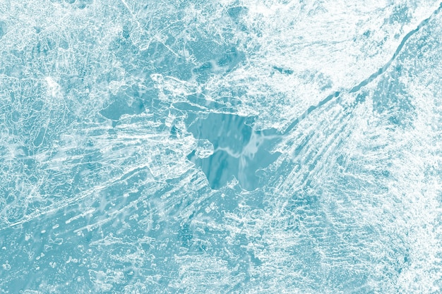 Makro tekstury powierzchni lodu nakręcony na niebieskiej tapecie