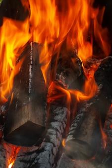 Makro widok naturalnego tła ze spalania drewna z miejsca na kopię. może być wykorzystany do twojej kreatywności.