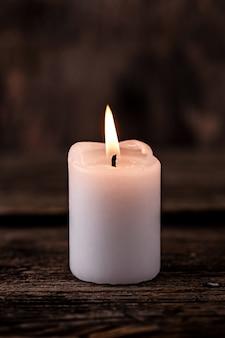 Mała biała świeca