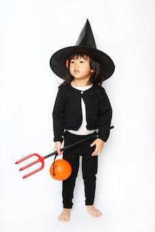 Mała dziecko halloween czarownica