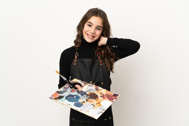 Mała dziewczynka artysta trzyma paletę na białym tle