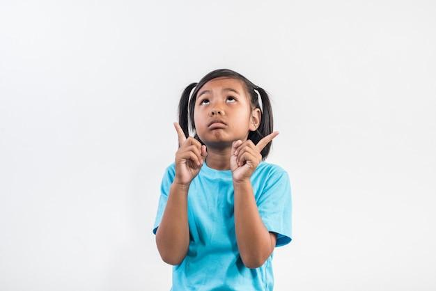 Mała dziewczynka czuje się zły w studio strzał